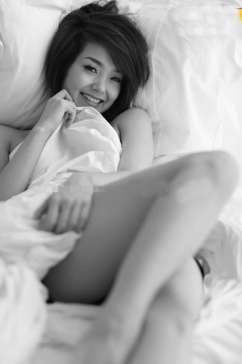 Rạo rực với loạt ảnh khuê phòng của hot girl Việt - 9
