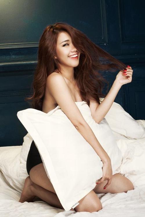 Rạo rực với loạt ảnh khuê phòng của hot girl Việt - 12
