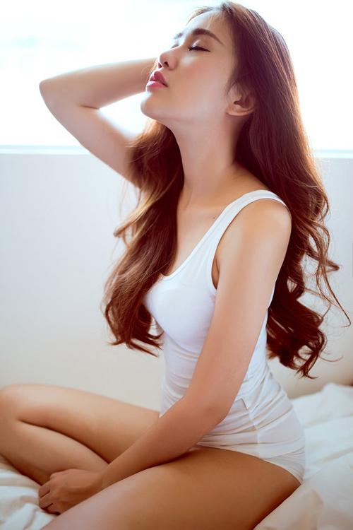 Rạo rực với loạt ảnh khuê phòng của hot girl Việt - 13