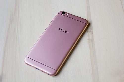 Vivo V5: Smartphone đầu tiên trên thế giới có camera trước 20MP - 3