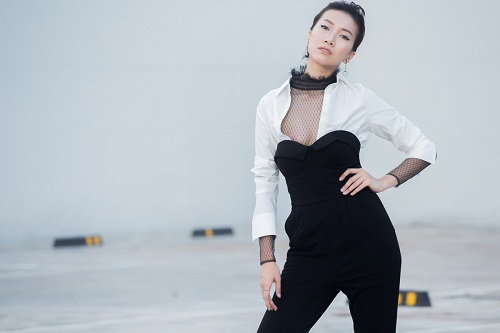 Chân dài Phan Linh xuống phố khoe dáng nuột, eo thon - 7