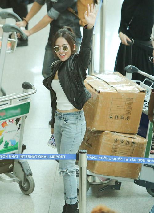 Midu kín đáo đọ dáng DJ Trang Moon sexy tại sân bay - 7