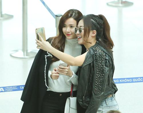 Midu kín đáo đọ dáng DJ Trang Moon sexy tại sân bay - 8