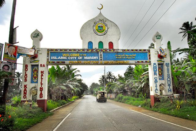 Đoàn xe hộ tống Tổng thống Philippines bị đánh bom - 2