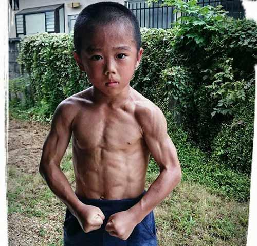 Truyền nhân Lý Tiểu Long: 6 tuổi bụng 6 múi - 1