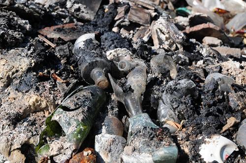 Phát hiện bãi thải ven sông Hồng ngập trắng bao cao su - 12