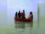 """Video Clip Cười - Clip hài: Thể hiện trên biển và cái kết """"đắng lòng"""""""