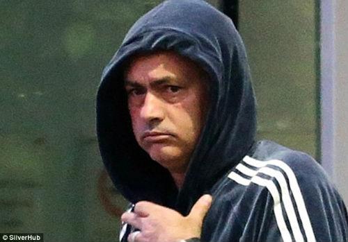 Mourinho hành xử như muốn mình bị sa thải - 3