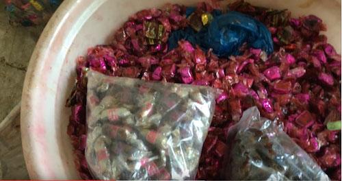 Phát hiện cơ sở sản xuất bánh kẹo từ nguyên liệu hết hạn - 3