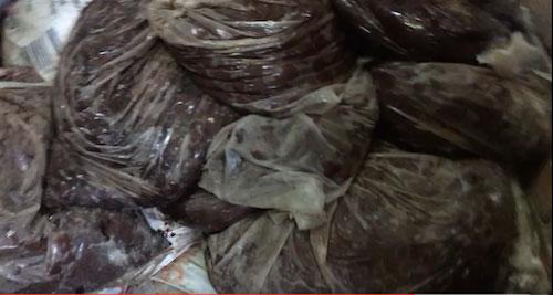Phát hiện cơ sở sản xuất bánh kẹo từ nguyên liệu hết hạn - 4
