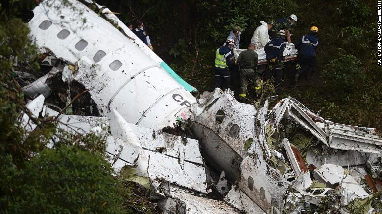 Máy bay chở đội bóng Brazil rơi vì vượt giới hạn? - 1