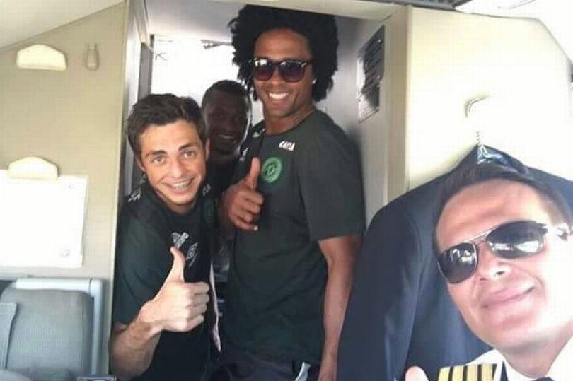 Máy bay chở đội bóng Brazil rơi vì vượt giới hạn? - 3