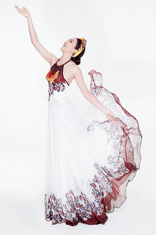 Diệu Ngọc diện áo yếm gợi cảm, bay bổng thi Miss World - 2