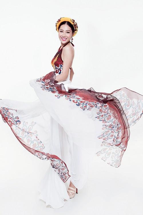 Diệu Ngọc diện áo yếm gợi cảm, bay bổng thi Miss World - 3