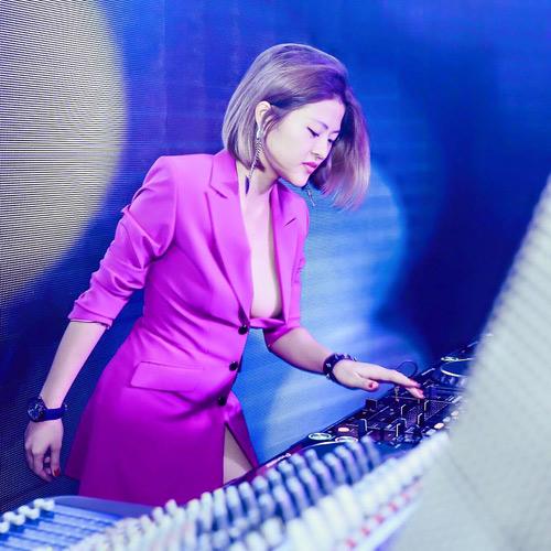 Nữ DJ nóng bỏng từ chối đại gia để yêu cựu tiền đạo Việt Thắng - 8