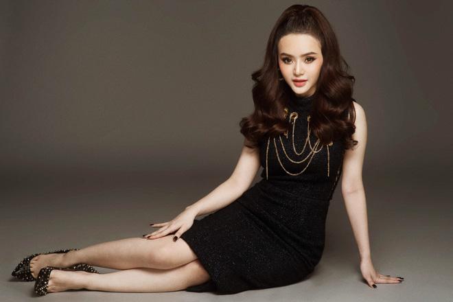 Đường cong tuổi 19 của em gái Angela Phương Trinh - 5