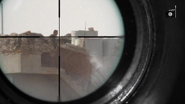 IS tung video bắn tỉa diệt mục tiêu cách 1.000 m ở Iraq - 3