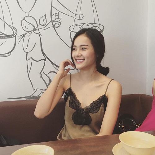 """4 kiều nữ Việt """"nghiện"""" mặc áo hai dây sexy ra phố - 7"""