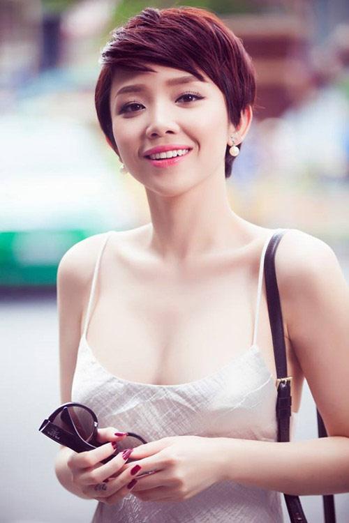 """4 kiều nữ Việt """"nghiện"""" mặc áo hai dây sexy ra phố - 10"""