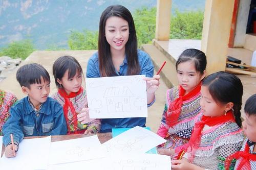 """Dù mặc giản dị, hoa hậu Mỹ Linh vẫn đẹp """"đốn tim"""" - 8"""