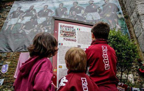 Đội bóng gặp tai nạn máy bay rơi: Hồi ức MU, Torino - 3