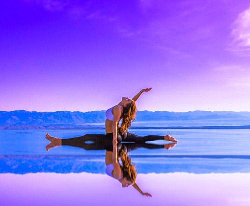 Nữ phi công đẹp tuyệt trần với tư thế Yoga gây sốt - 3