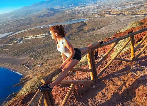 Nữ phi công đẹp tuyệt trần với tư thế Yoga gây sốt - 8