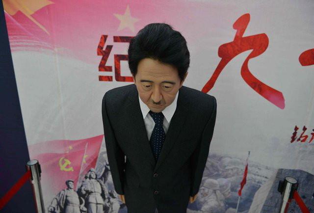 Thành Long, Jack Ma xấu thảm trong bảo tàng tượng sáp TQ - 6
