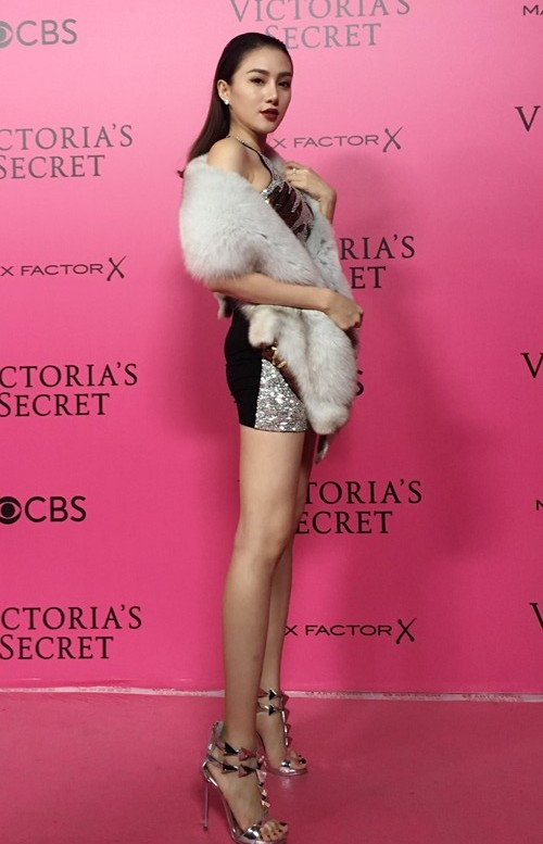 Ngọc Duyên - Lê Hà mặc sành điệu, đột nhập hậu trường Victoria's Secret - 2