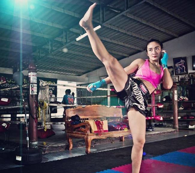Ploy Nuannaree là một đả nữ nổi tiếng tại các sàn tập nghiệp dư ở Thái Lan.