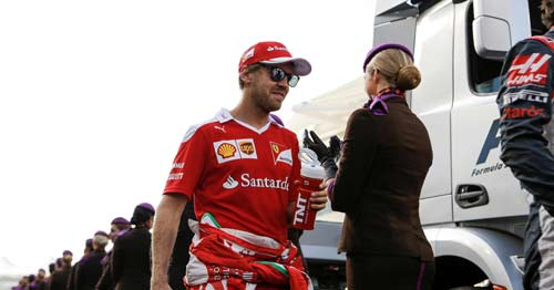 F1, Hamilton lật đổ bất thành: Vì Vettel không giúp? - 1