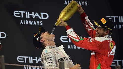 F1, Hamilton lật đổ bất thành: Vì Vettel không giúp? - 2
