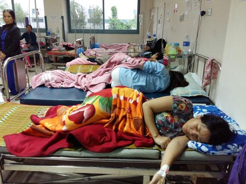 Gần 100 người nhập viện sau khi ăn bánh mì - 1