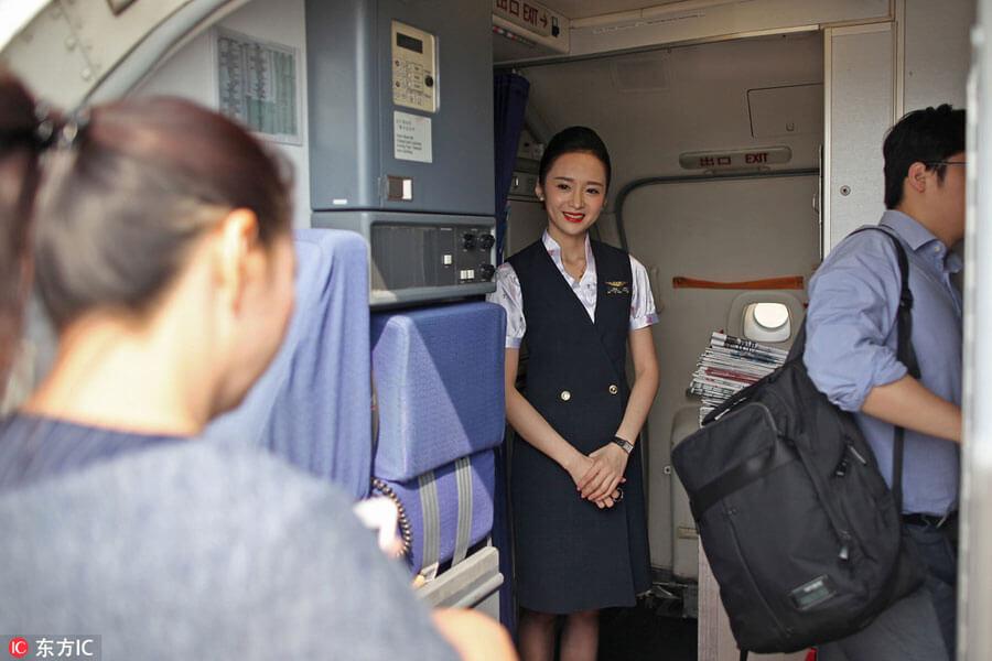 """Ngắm nữ tiếp viên hàng không TQ """"xinh đẹp nhất thế giới"""" - 1"""
