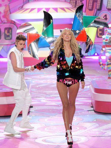 """Khoảnh khắc đẹp """"đứng hình"""" của Victoria's Secret Show - 12"""