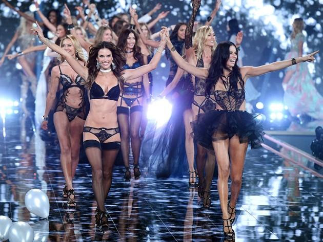 """Khoảnh khắc đẹp """"đứng hình"""" của Victoria's Secret Show - 16"""