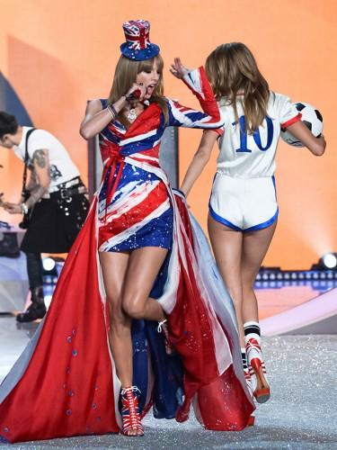 """Khoảnh khắc đẹp """"đứng hình"""" của Victoria's Secret Show - 13"""