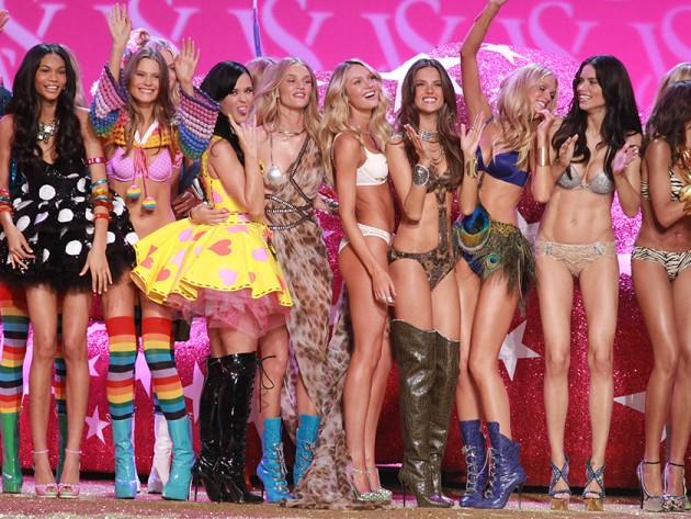 """Khoảnh khắc đẹp """"đứng hình"""" của Victoria's Secret Show - 11"""