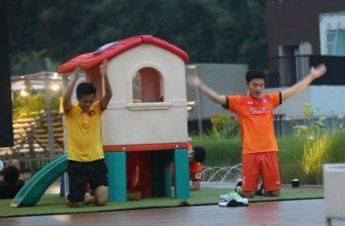ĐT Việt Nam ở Indonesia: Xuân Trường, Công Vinh tập chạy - 3