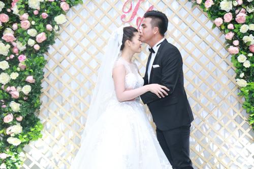Sao bóng đá tấp nập dự tiệc cưới DJ bốc lửa và cựu tiền đạo Việt Thắng - 1