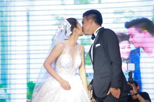 Sao bóng đá tấp nập dự tiệc cưới DJ bốc lửa và cựu tiền đạo Việt Thắng - 2