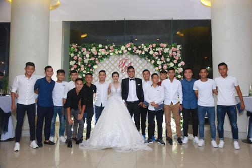 Sao bóng đá tấp nập dự tiệc cưới DJ bốc lửa và cựu tiền đạo Việt Thắng - 8
