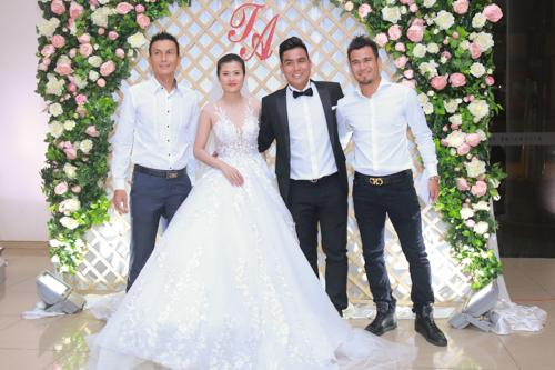 Sao bóng đá tấp nập dự tiệc cưới DJ bốc lửa và cựu tiền đạo Việt Thắng - 7