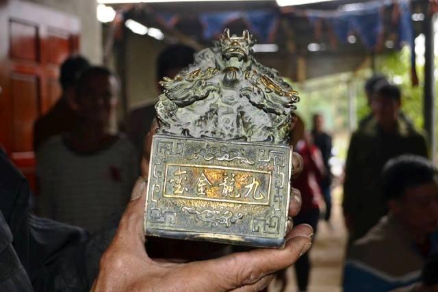 Vật thể lạ ở Nghệ An được bàn giao cho bảo tàng tỉnh - 1