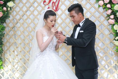 """Tan chảy với 15 khoảnh khắc trong lễ cưới cựu tiền đạo Thắng """"Bế"""" - 5"""