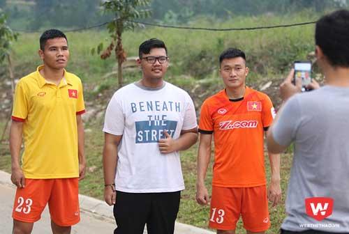 CĐV Indonesia chặn đường... giao lưu với Công Phượng - 2
