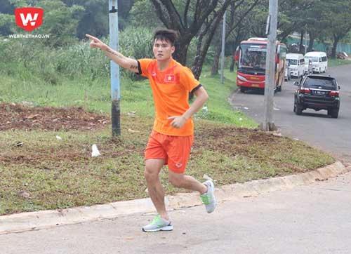CĐV Indonesia chặn đường... giao lưu với Công Phượng - 3