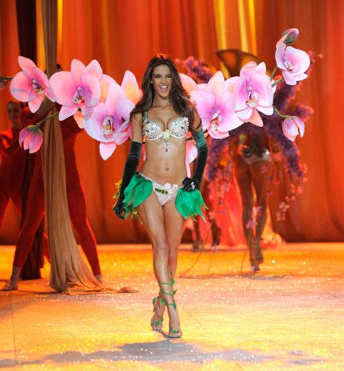 Cận cảnh loạt nội y cực xa xỉ trong lịch sử Victoria's Secret - 5