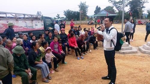 Phan Anh mang bò tặng người dân vùng lũ miền Trung - 2