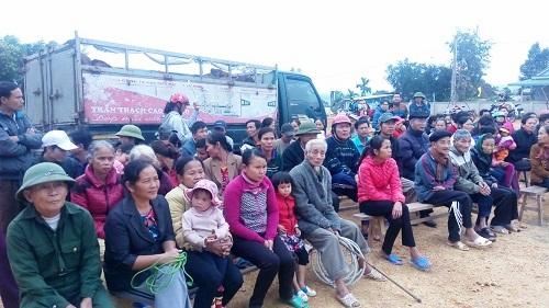 Phan Anh mang bò tặng người dân vùng lũ miền Trung - 4